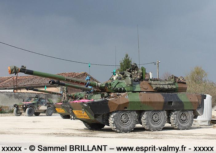 HACV : Heavy Armament Combat Vehicle ; l'AMX 10 RCR est un exemple typique de HACV à roues
