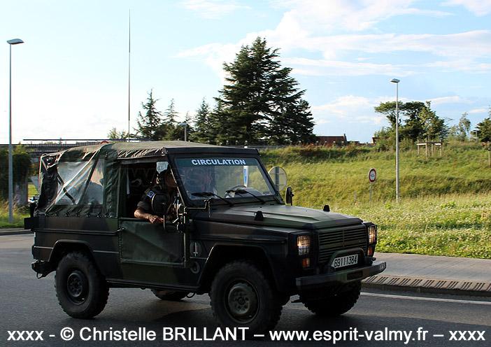 """6911-1384 : Peugeot P4, support d'arme latéral pour mitrailleuse de 7,62mm, 515e Régiment du Train, Groupement de Circulation Routière """"14 juillet"""" ; 2012"""