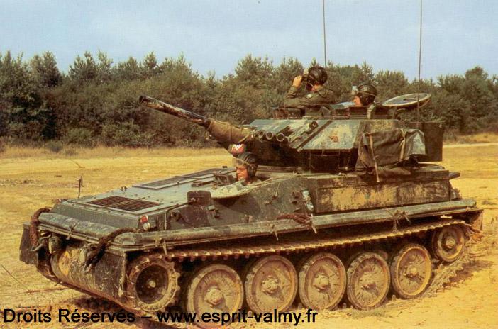 HACV : Heavy Armament Combat Vehicle ; le CVRT Scorpion est un exemple typique de HACV chenillé